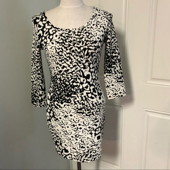Forever 21 Dresses & Skirts - Leopard animal print bodycon cutout back